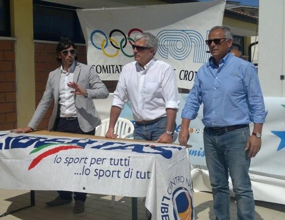 Il ct della nazionale italiana di nuoto cesare butini a for Piscina olimpionica crotone