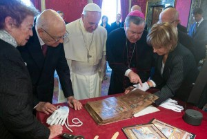 Codex Rossanensis mostrato a Papa Francesco durante visita Quirinale