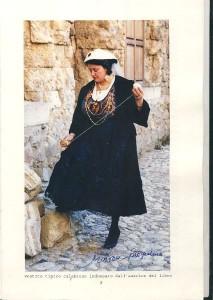Autrice Mazza in abito  d'epoca