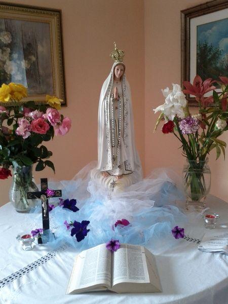 Sempre viva a maggio la tradizione degli altari in casa for Casa maggio