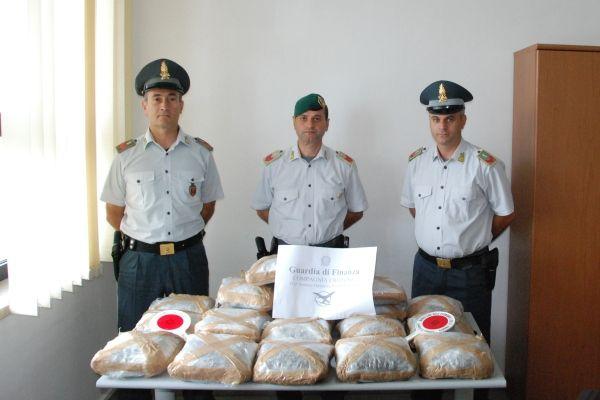 Trafficavano droga dalla Colombia, 12 arresti