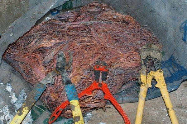 Rubavano cavi elettrici da illuminazione pubblica 2 arresti a cosenza