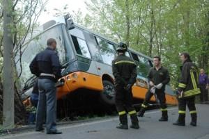 Autobus incidente scarpata