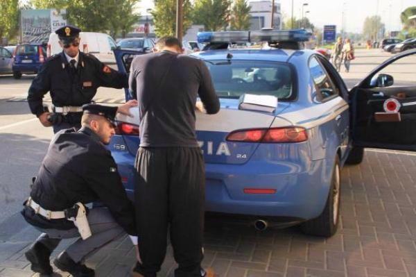 Crotone: minaccia la madre con un coltello, denunciato 25enne