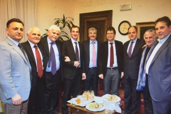 Il ministro all agricoltura argentino incontra i deputati for Parlamentari calabresi