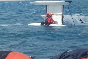 Catamarano rovesciato