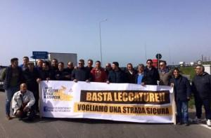 Protesta sulla SS106
