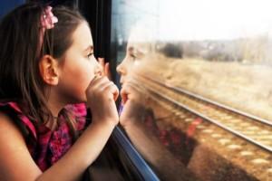 bambina_treno_finestrino