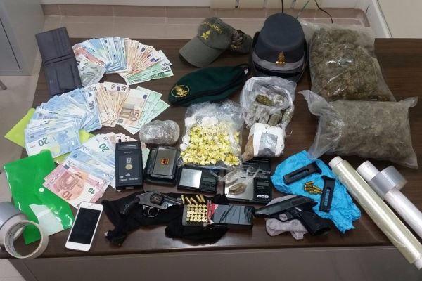 Droga e armi in casa, un arresto