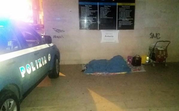 Mamma di tre bimbi senza casa a Cosenza, Polizia trova alloggio