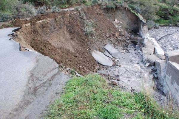 Nel Crotonese, crolla un ponte: chiusa la strada provinciale 58
