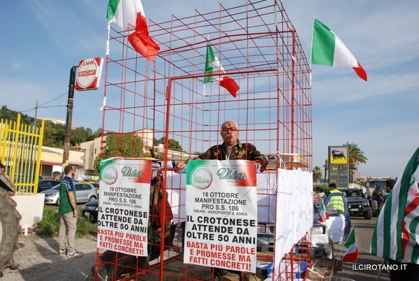 Manifestazione Pro SS 106: In molti al fianco di Ferdinando Amoruso