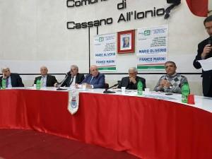 oliverio-a-cassano-con-marini-per-sostenere-le-ragioni-del-si-al-referendum2