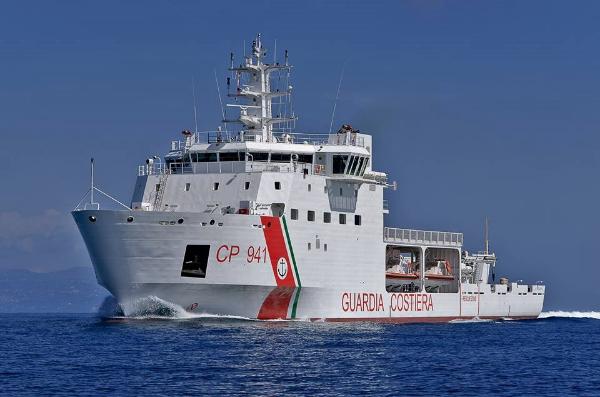 """Arrivo della nave """"U. Diciotti"""" nel Porto di Reggio ..."""