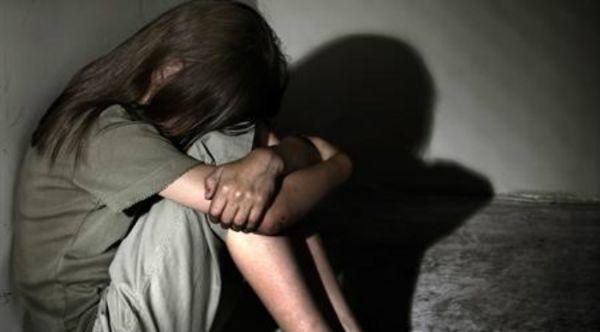 A 13 anni violentata e messa incinta: arrestato 53enne a Crotone