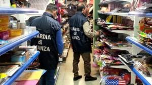 sequestrati-150-000-prodotti-natalizi-a-due-grossi-negozi-di-cinesi3