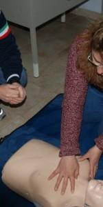 primo-soccorso-con-lutilizzo-del-defibrillatore-a-ciro-marina-10