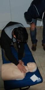primo-soccorso-con-lutilizzo-del-defibrillatore-a-ciro-marina-15