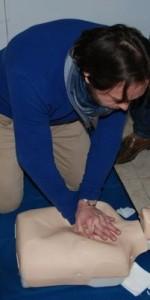 primo-soccorso-con-lutilizzo-del-defibrillatore-a-ciro-marina-36