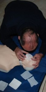 primo-soccorso-con-lutilizzo-del-defibrillatore-a-ciro-marina-37