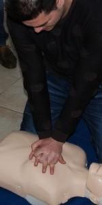 primo-soccorso-con-lutilizzo-del-defibrillatore-a-ciro-marina-40