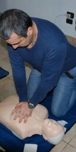 primo-soccorso-con-lutilizzo-del-defibrillatore-a-ciro-marina-45