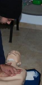 primo-soccorso-con-lutilizzo-del-defibrillatore-a-ciro-marina-49