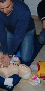 primo-soccorso-con-lutilizzo-del-defibrillatore-a-ciro-marina-55
