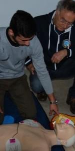 primo-soccorso-con-lutilizzo-del-defibrillatore-a-ciro-marina-57