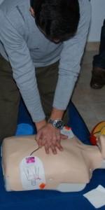 primo-soccorso-con-lutilizzo-del-defibrillatore-a-ciro-marina-58