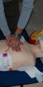primo-soccorso-con-lutilizzo-del-defibrillatore-a-ciro-marina-59