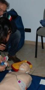 primo-soccorso-con-lutilizzo-del-defibrillatore-a-ciro-marina-61