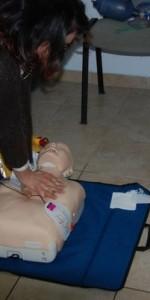 primo-soccorso-con-lutilizzo-del-defibrillatore-a-ciro-marina-62