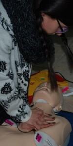 primo-soccorso-con-lutilizzo-del-defibrillatore-a-ciro-marina-64