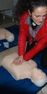primo-soccorso-con-lutilizzo-del-defibrillatore-a-ciro-marina-70