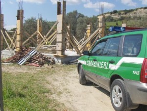 CarabinieriForestali Sequestrato fabbricato irregolare a Casabona