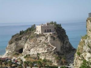 """Premio Internazionale di Poesia """"Tropea- Onde Mediterranee""""."""