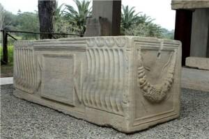 Locri - Sarcofago di età romana