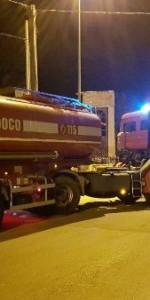 Capannone in fiamme a Isola Capo Rizzuto, uomini e mezzi dei Vigili del Fuoco domano l'incendio (6)