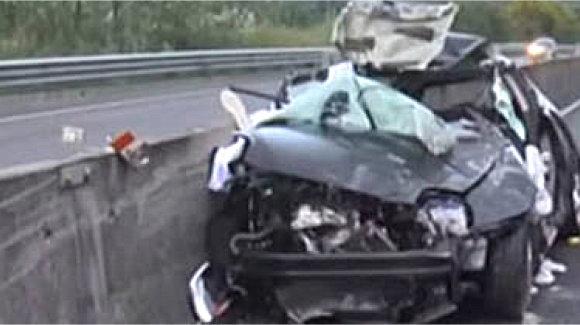 Auto si ribalta nel Catanzarese, un morto e due feriti