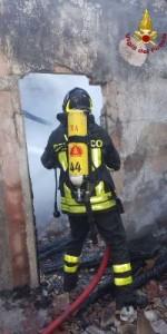 Incendio in una abitazione nel centro storico di Mesoraca (2)