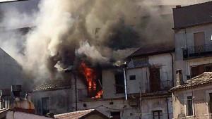 Incendio in una abitazione nel centro storico di Mesoraca