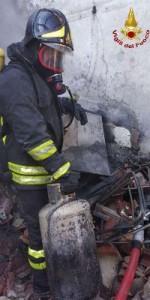 Incendio in una abitazione nel centro storico di Mesoraca (4)