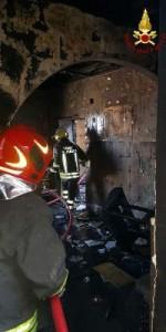 Incendio in una abitazione nel centro storico di Mesoraca (6)