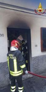 Incendio in una abitazione nel centro storico di Mesoraca (7)