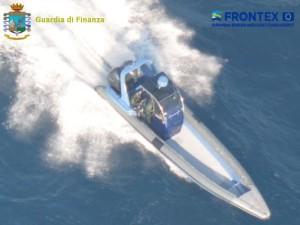 Scene da film nel Mar Ionio- inseguito gommone carico di droga fino in Grecia, 7 arresti1