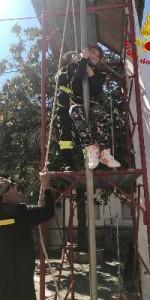 300 bambini pompieri con pettorina, casco ed imbrago, nel percorso della Pompieropoli a Cotronei11