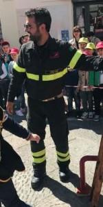 300 bambini pompieri con pettorina, casco ed imbrago, nel percorso della Pompieropoli a Cotronei7