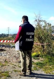 58 tonnellate di rifiuti speciali scaricati in area turistica, una denuncia e sequestro discarica - finanza2