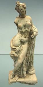 Crotone -Museo Archeologico- Statuina femminile